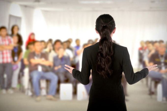 Five 'don'ts' for introducing a female speaker